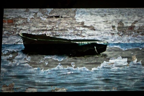 """Videoinstallation """"Deportation"""". Video """"Boats"""""""